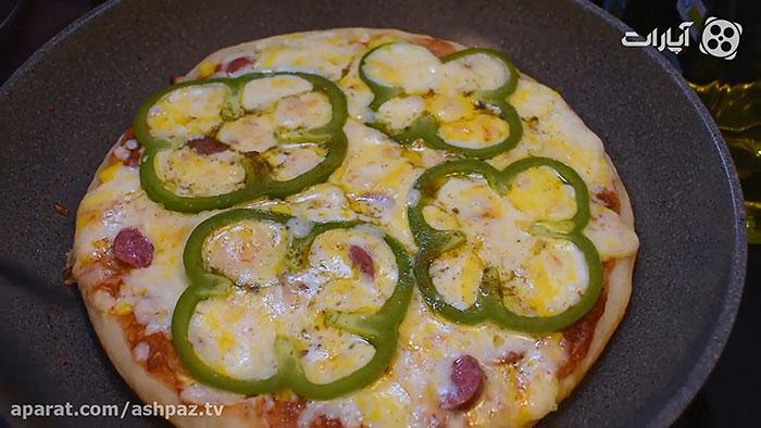 پخته شدن پیتزا پپرونی بدون فر